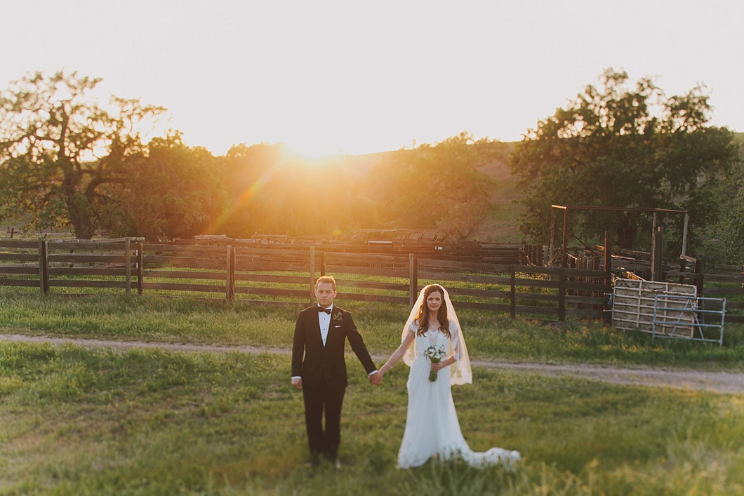 114-gainyvineyardsbarnwedding_jakeandneciaphoto